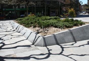 Gris Pardo Limestone Landscaping